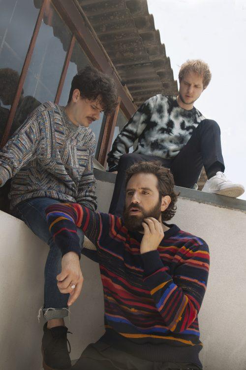 THE GIORNALISTI – LOVE <br> Crolla il muro tra indie e mainstream
