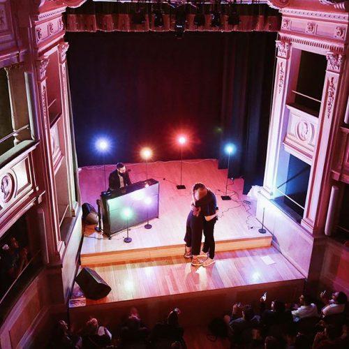 CHIARA GALIAZZO chiude a Milano il tour più piccolo del mondo con un duetto con l'amico MICHELE BRAVI